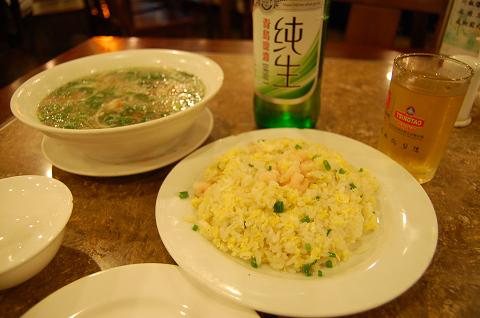 チャーハン、銀魚スープ、青島ビール