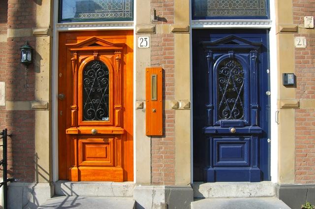 隣どうしで反対色|オランダ、スヘフェニンゲン