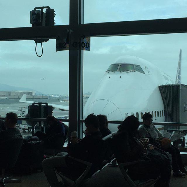 まずは成田へ。Flying to NRT.