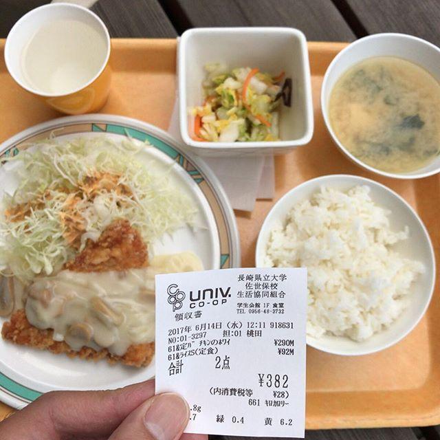 チキンのホワイトソース、白菜の土佐酢和え、味噌汁。今日は全体的に白いね。#今日の昼ごはん