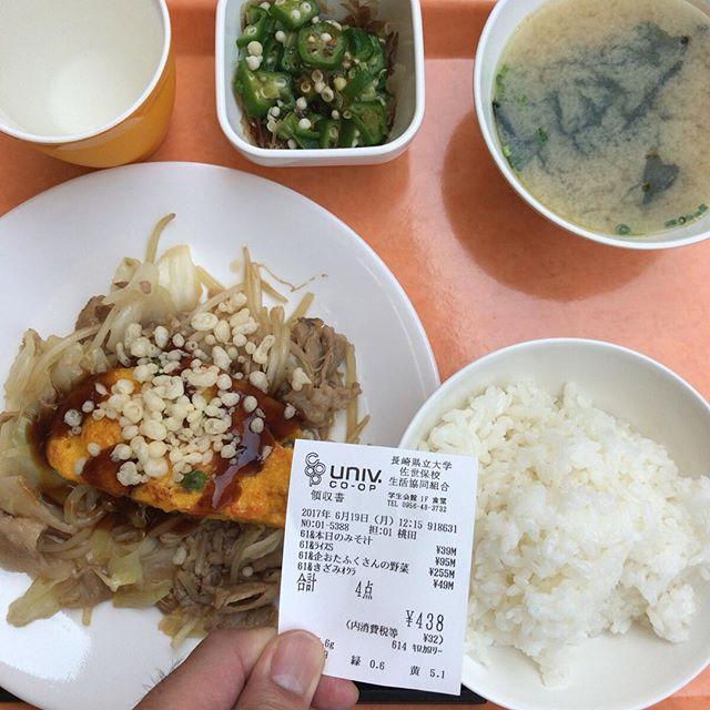 中国・四国フェア2週目。メインの「おたふくさんの野菜炒め」はお好み焼き風。もちろんおたふくソースがけ。#今日の昼ごはん