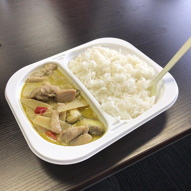 #今日の昼ごはん は近所のタイレストランのお弁当。650円。今後も通いそう。