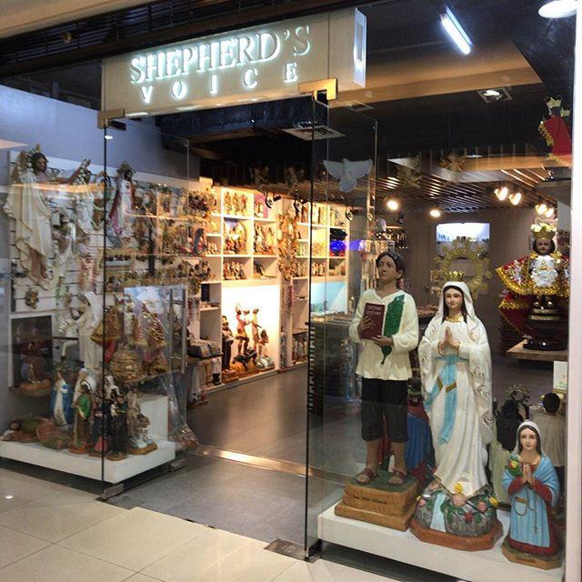 日本でいうところの仏具屋さんだよね。カトリック国であることを実感。