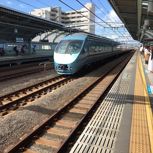 ♪ひかりのくにからぼーくらのために... のメロディが列車接近警告音。ウルトマンな駅です。#祖師ヶ谷大蔵 #今日の一点透視法