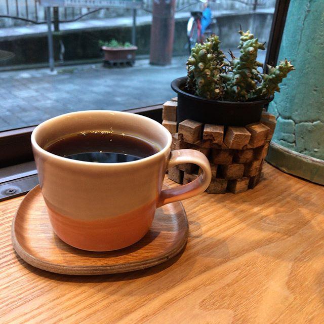 京都に到着早々素晴らしいコーヒースタンドを発見。国内外いろんなロースタリーの豆で淹れてくれます。