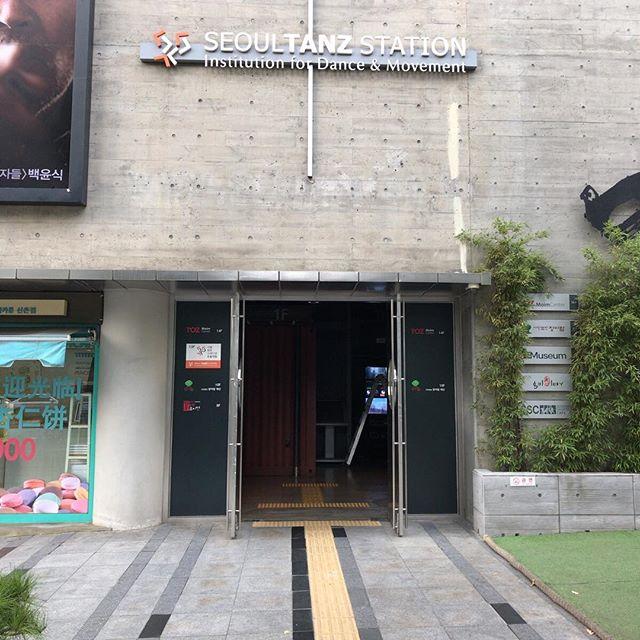 ちゃんと仕事もしてますよ。ダンススタジオ訪問。英語で営業訪問楽しい。