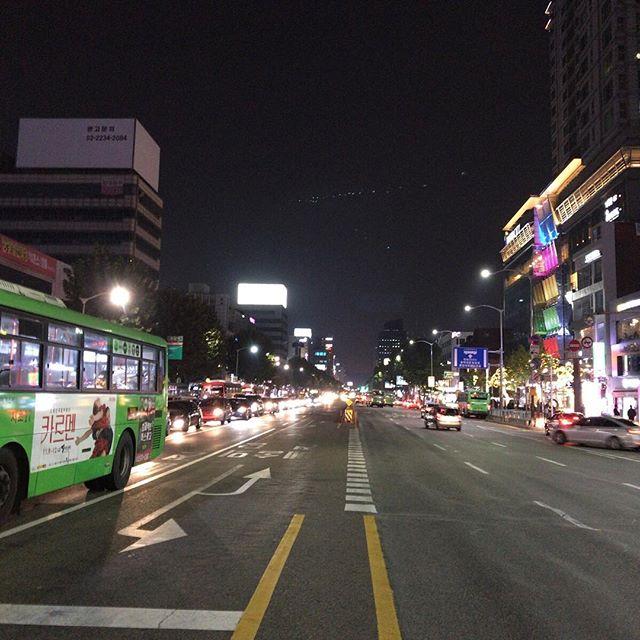 道路は概して日本より幅広いと思う。#今日の一点透視法