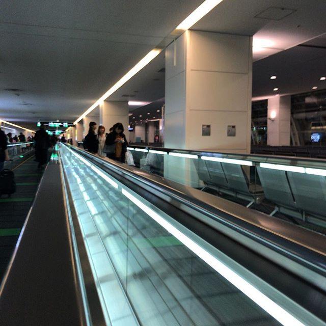 やはり空港は奥行きの「撮れ高」が高い。#今日の一点透視図法