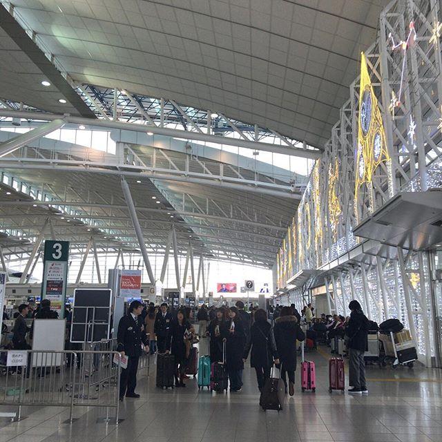 福岡空港の国際線ターミナルは一点透視図法は、撮れてこんな感じ。#今日の一点透視図法