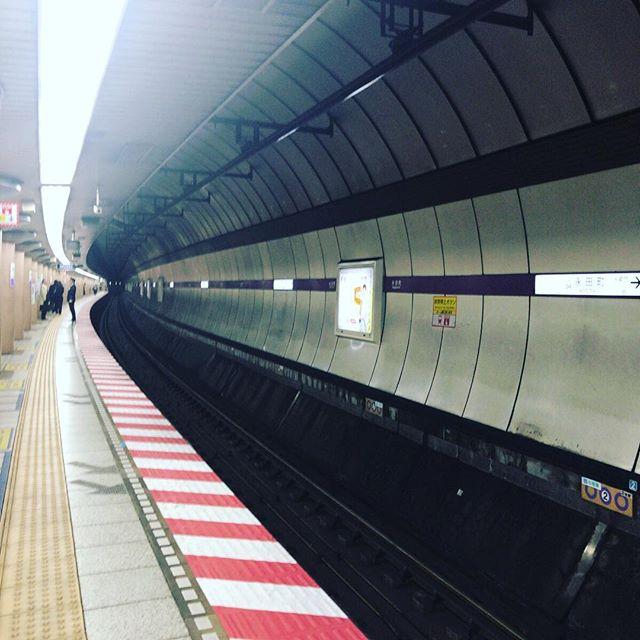 今日は沢山地下鉄に乗ったなー。乗った電車の数を数えたら(乗り換えたら加算する)、9本でした。#今日の一点透視図法