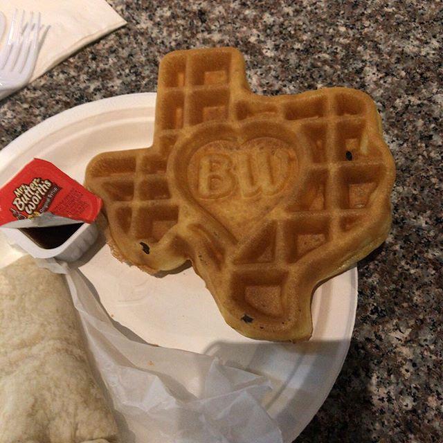 朝食のワッフルがテキサス州の形!