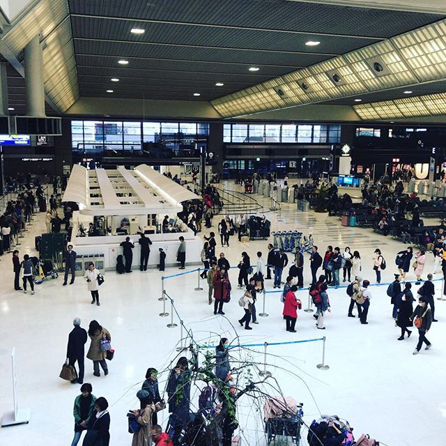 お客様を見送ったあと、成田空港で。カラダ的には疲れるけど楽しかったー。#今日の一点透視図法