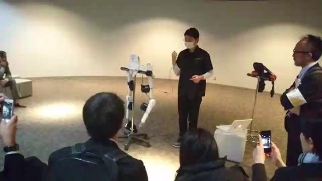 サイバーダイン・スタジオ見学(僕は通訳として同行)。ウェアラブルロボットのショウルーム。楽しい仕事で幸せです。