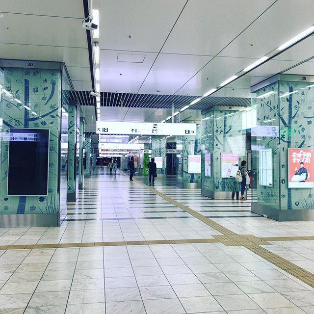 東京から出張でやって来ている先輩を博多駅前のホテルに見送り、この時間。#今日の一点透視図法