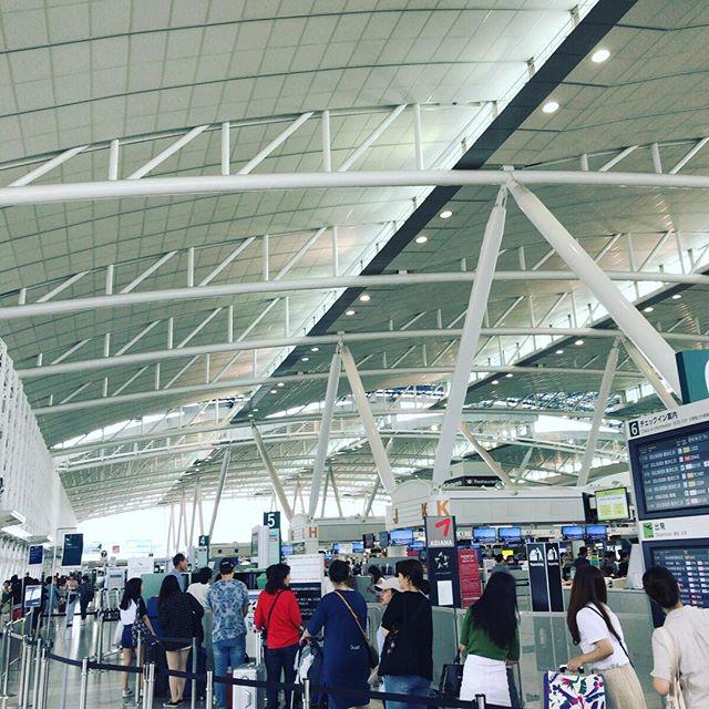 初めて Jin Air に乗ってみるよ。#今日の一点透視図法