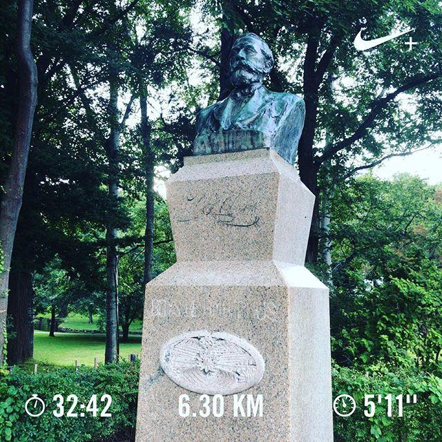 Boys, be ambitious. 知らない街を走るの気持ちいい。しかも早朝に。#ランニング #ジョギング #running