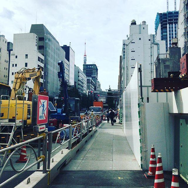 東京タワー、頭だけ見えた。#今日の一点透視図法