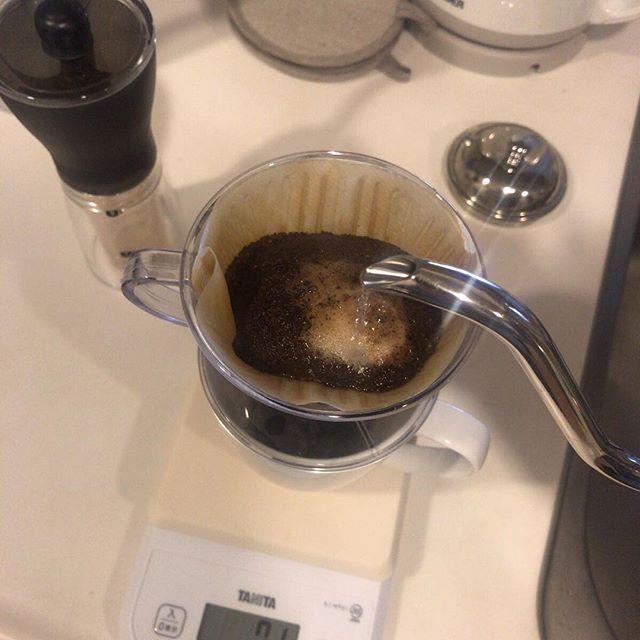 淹れながら撮るの難しいよ。東京でも @tomono_coffee さんのコーヒーを。入れる作業も楽しー。