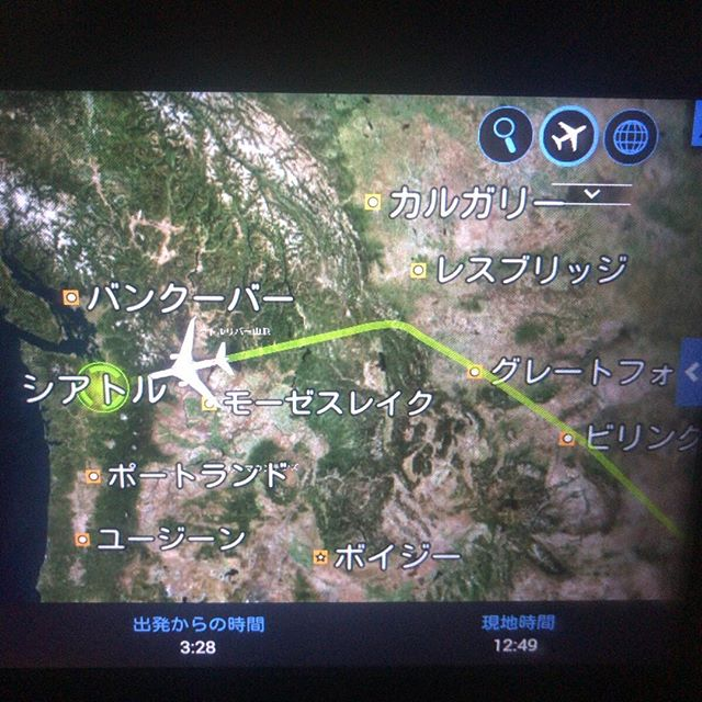 ダラス→成田のアメリカン航空に乗ってたんだけど急病人発生のためシアトルに一旦着陸。病人の方の状況は全くわからないのだけど太平洋上に出る前でよかった(と思う)。Was in AA from Dallas to Narita but due to medical emergency to a passenger, our plane landed in Seattle. Hope it was better before flying on to the Pacific.