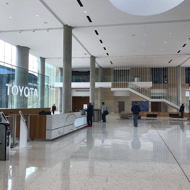 トヨタ米国本社。最近カリフォルニア州からダラスに移転する日本企業が多いですが、その代表例。エントランスかっこよかったー。