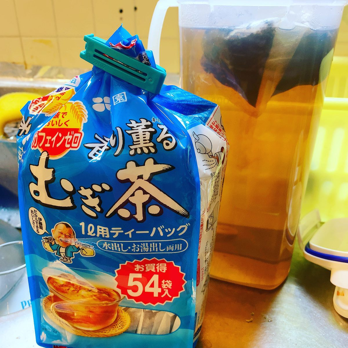54袋も入ってるのに174円。麦茶って安いね。今シーズン飲み切れるかな。
